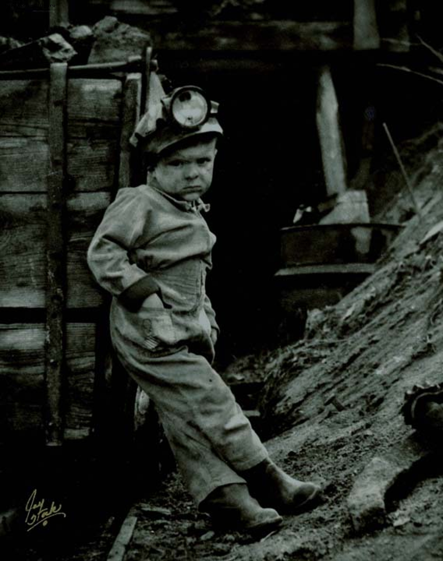 children working in coal mines in the industrial revolution Women played a role in the industrial revolution they mainly served as workers and often worked in the textile industries and in piecework shops some women also worked in the coal mines at.